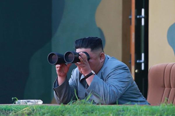 朝鲜公布25日导弹射击画面 金正恩组织并亲自指导
