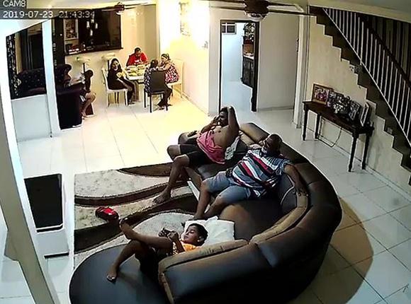 骇人听闻!马来西亚一家人遭劫匪入室抢劫 全家