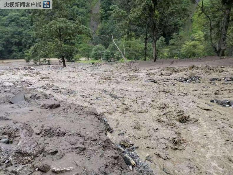 云南贡山发生山洪泥石流致2人死亡1人失联 救援工作仍在进行中