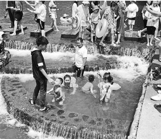 浙江富阳一网红水坝一天3个孩子溺水 高峰时有几万游客