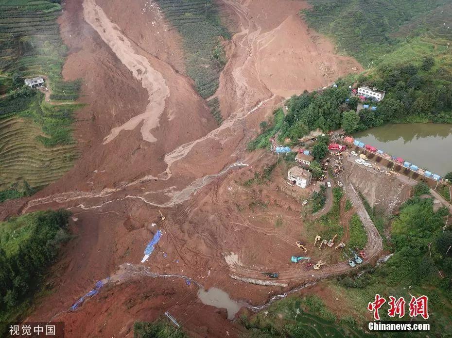 贵州六盘水山体滑坡已致22人遇难,有一家15人失联