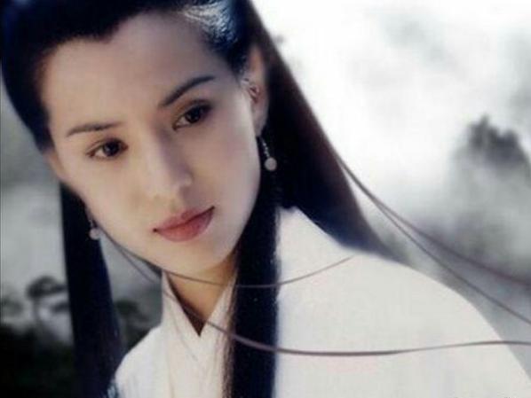 李若彤旗袍造型惊艳,时隔多年的女神,岁月仍不败美人