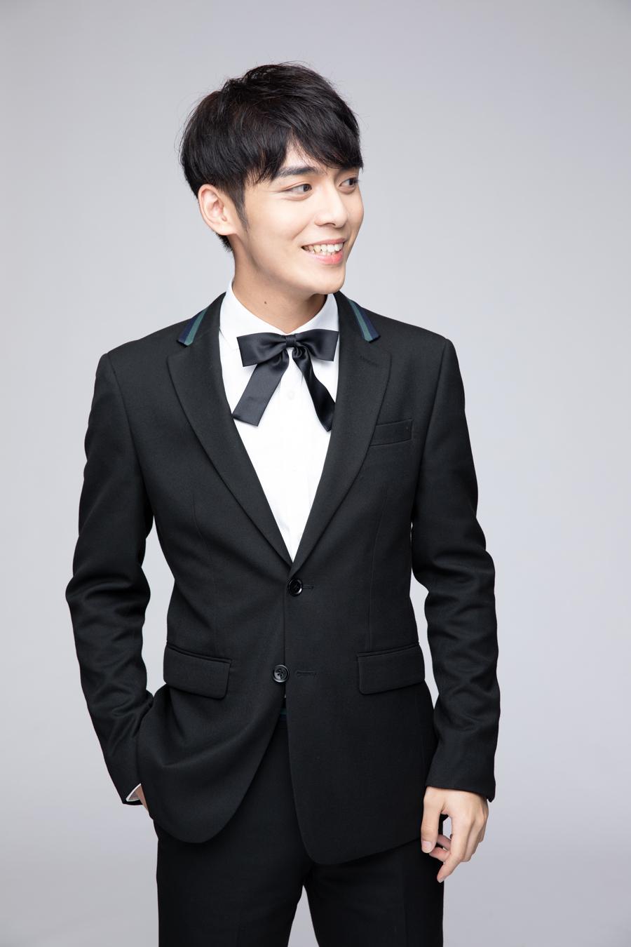 """曾被黄晓明称为""""树叶王子""""的男孩,22岁就主演了百老汇音乐剧"""