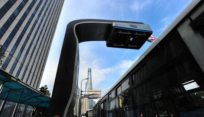 上海:智動柔性充電弓亮相街頭