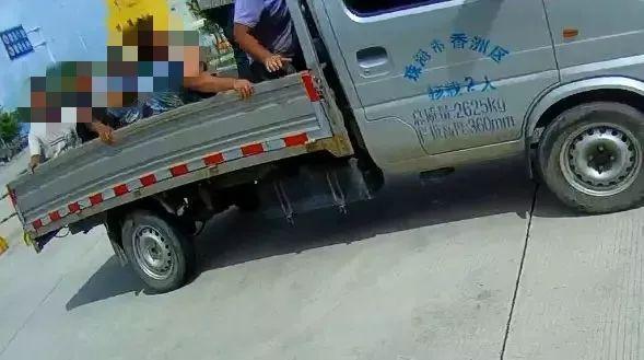 珠海高栏港惊现新型敞篷车!车上竟塞了十一个男子!吓坏交警