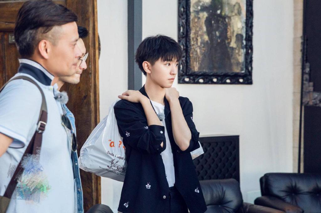 黄晓明秦海璐性格引争议,赵薇不在杨紫王俊凯成《中餐厅》王牌?