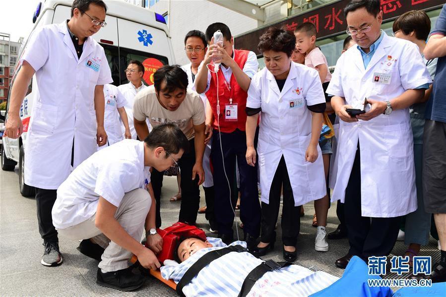 贵州启动航空医疗救援紧急转运山体滑坡事故重伤儿童