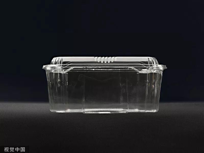 一次性塑料饭盒冷冻后破裂,七旬老人误吞碎块险丧命