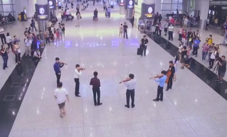 这才是香港国际机场该有的样子!
