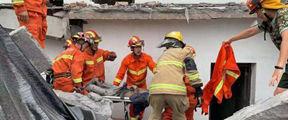 浙江余杭一房屋倒塌两人被困