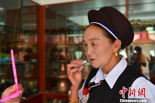 點燃思鄉情 云南白族銀匠在西藏拉薩過火把節