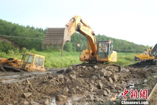 水害斷道黑龍江省54趟旅客列車停運 哈鐵連夜搶修開通線路