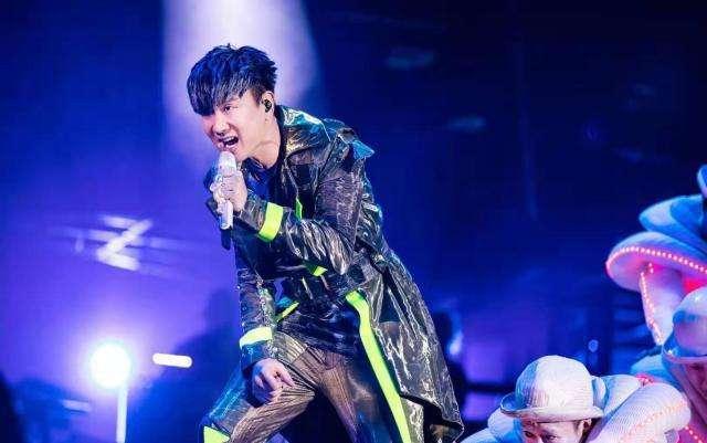 太拼了!林俊杰演唱会唱到呼吸困难?粉丝直呼心疼