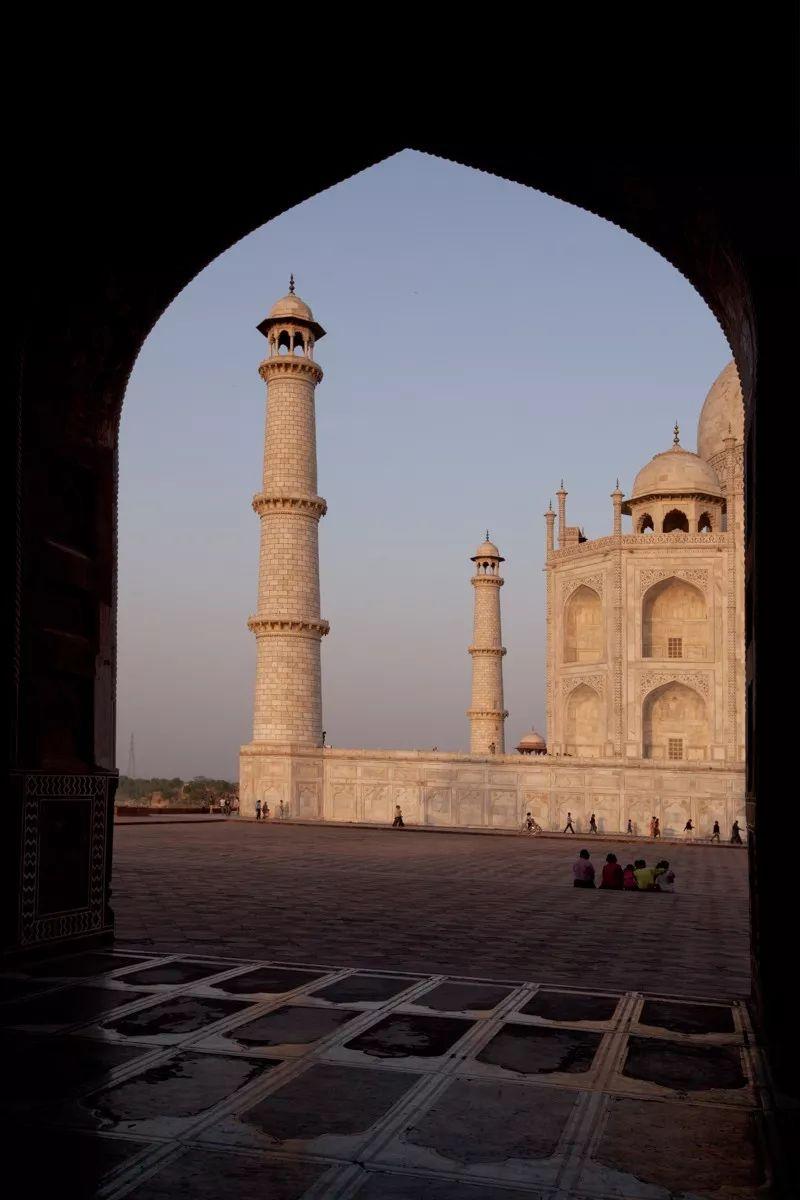 印度:圣烟、后殖民贵族和带枪的舞者
