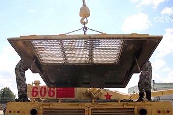 我军96B坦克抵达俄罗斯 维护场景罕见曝光