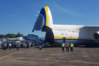 个头大就是好:安-124载两架苏-30抵达印尼