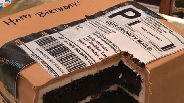 美一丈夫送热爱网购的妻子包裹形状蛋糕庆生 走红网络