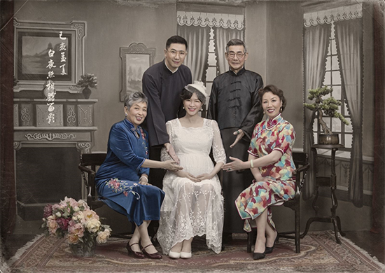 美国大学zinch李亦非图片《重生日记》李艾挺孕肚穿婚纱 全家福初次曝光