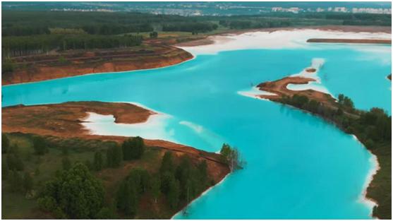 """俄罗斯网红湖泊有毒?!""""马尔代夫蓝""""背后居然藏着这个秘密"""
