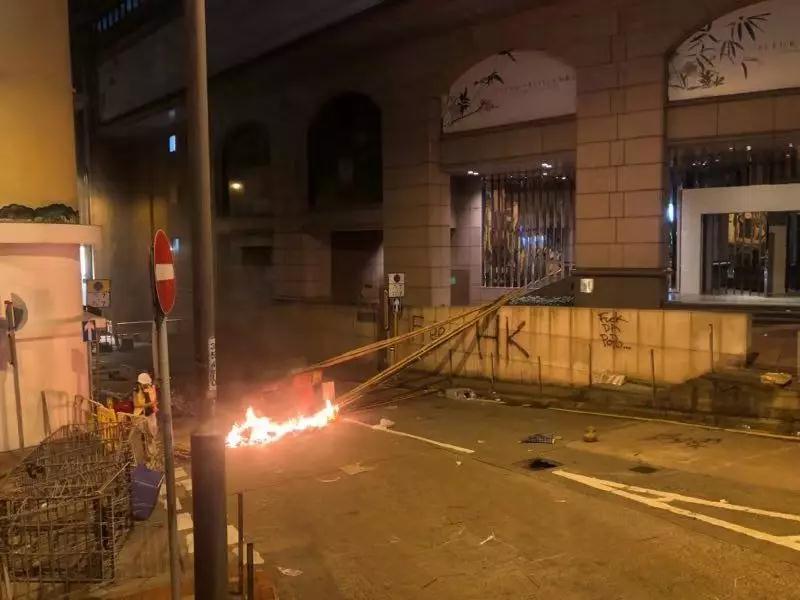 港媒:香港警方擬控告28日暴力示威事件45人,部分涉暴動罪