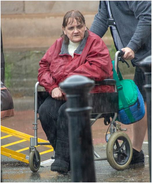 装病25年、隐瞒父亲去世12年,英国女演员骗取政府75万英镑救济金