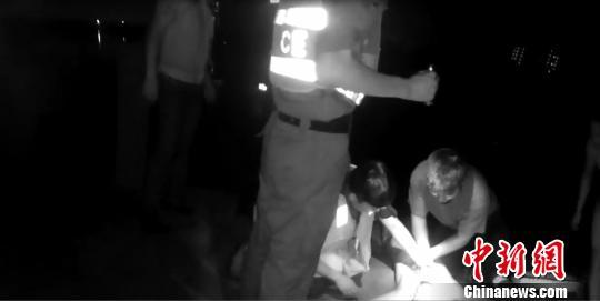 民警救酒后溺水男子:从来不知道自己能跑那么快