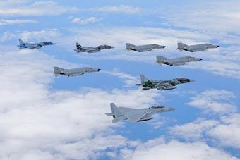 日本航空自卫队老旧战机展示武力
