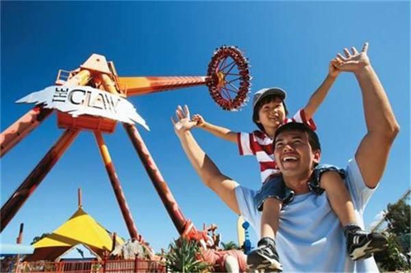 """暑期""""奶爸""""买亲子游产品增长37% 主题乐园受欢迎"""
