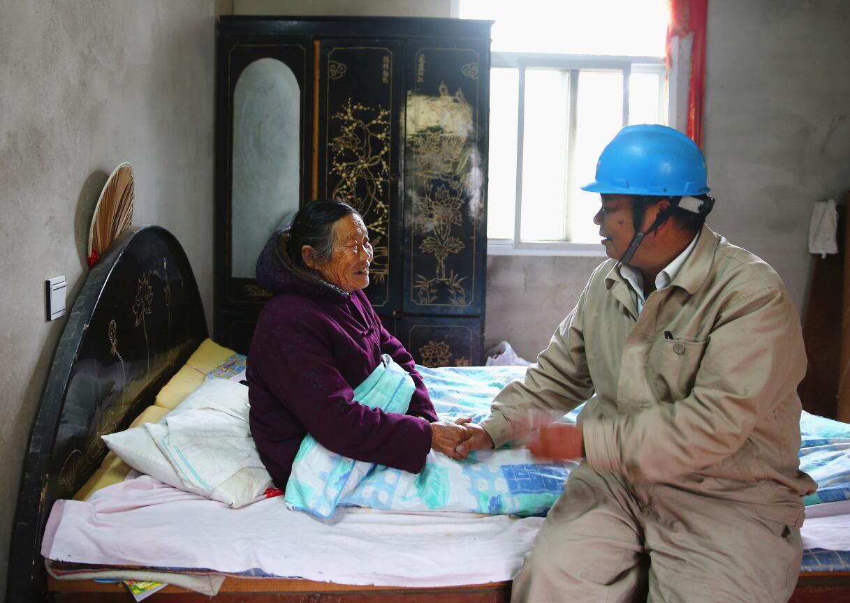 泪目!退伍老兵照顾去世战友母亲十余年