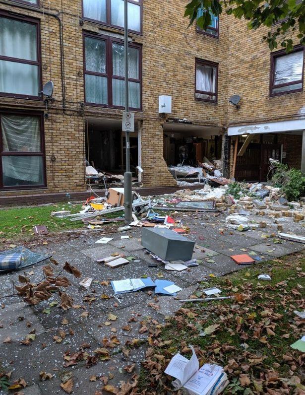 英国伦敦南部一公寓疑似发生瓦斯爆炸,已致4人受伤