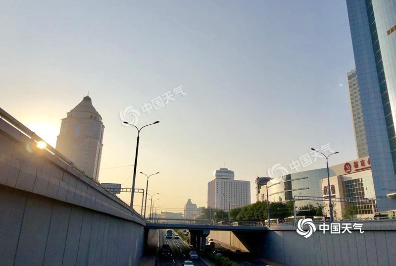 """北京再陷""""蒸烤""""形式 午后山区有雷雨"""