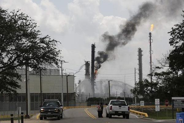 美国得州一炼化厂发生火灾37人受伤