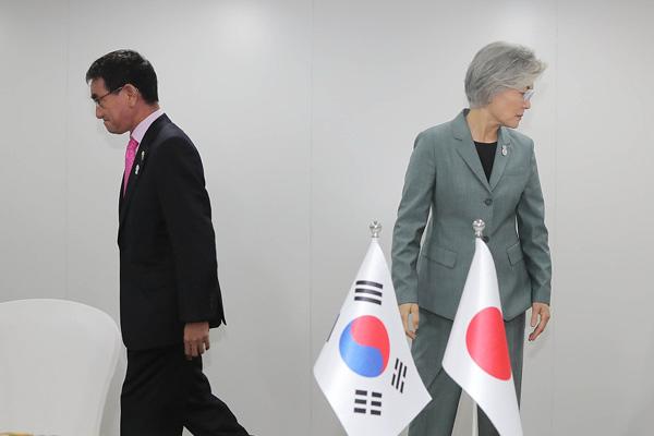 日韩外长会谈在曼谷举行 就白名单问题进行最终谈判