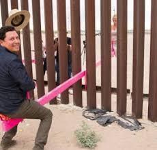 """美墨边境墙跷跷板一天就被拆,美边境官员指其为""""噱头"""