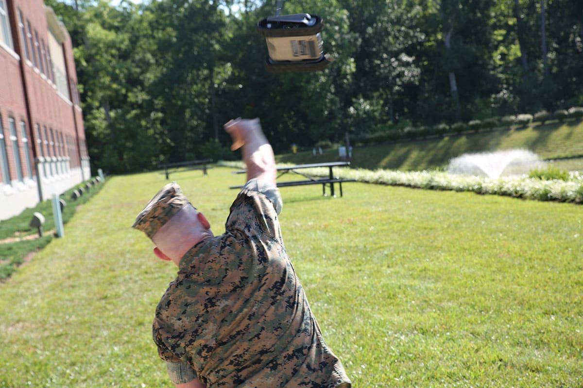 美军最皮实军用机器人 不但防水还能随便扔