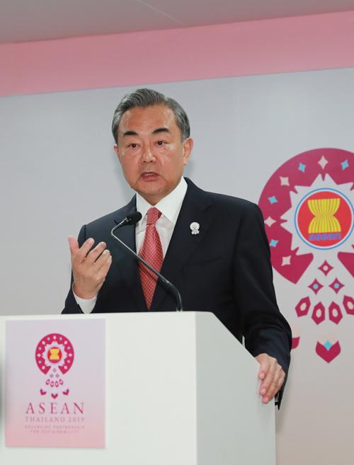 王毅回应对COC磋商的四个疑问