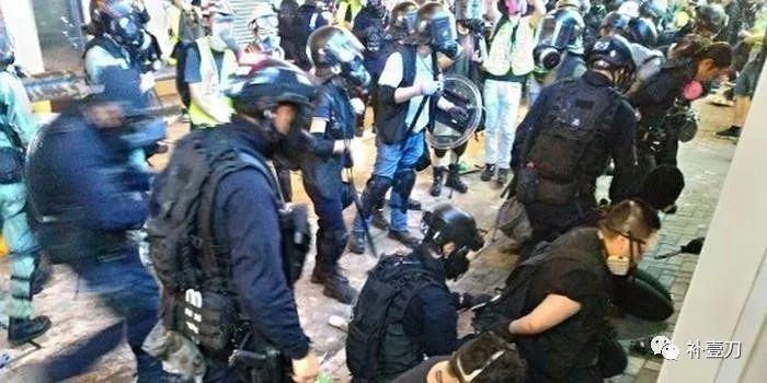 香港警察,不慫!