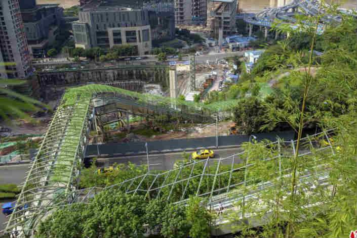 重庆首条电动扶梯崖壁步道开放 从化龙桥到大坪仅需十分钟