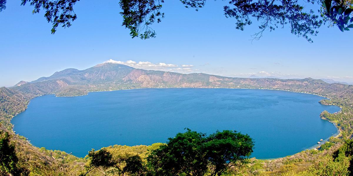 火山湖畔,共话地方合作与友谊