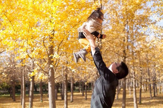 """父亲玩""""举高高""""3岁女儿被吊扇削伤,颅骨粉碎性骨折"""