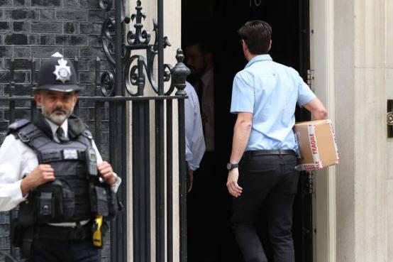 """下定决心!英国新首相鲍里斯在唐宁街10号装了一个""""脱欧""""倒计时器"""