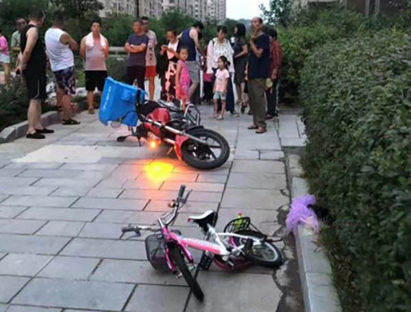 大连一5岁女童在小区被外卖摩托车撞死,肇事送餐员被刑拘