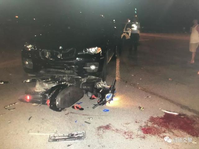 超载、无证驾驶、不戴头盔!鬼火少年们凌晨酒后骑摩托被撞飞