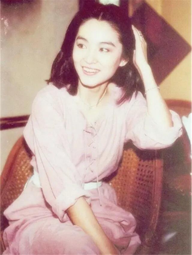 一代女神林青霞:年轻时候美得人让惊艳,年老后泰然淡对容颜衰老
