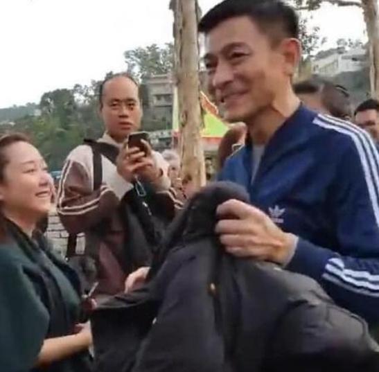 刘德华路人照曝光,法令纹眼袋明显,网友:四大天王中最显老