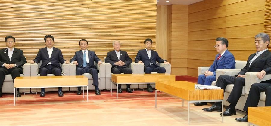 """三星2000以下的手机孟银君日本政府将韩国踢出""""白名单"""" 称95%民意拥护"""