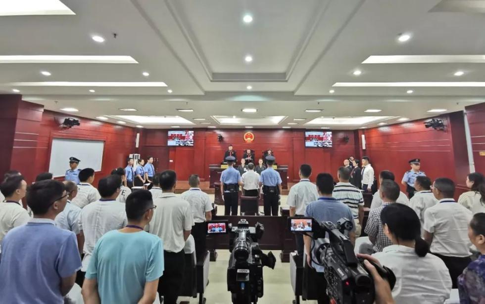 四川省广安市委原副书记严春风一审获刑10年