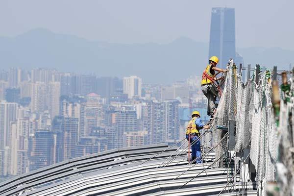 山城重慶:高溫下的建設者