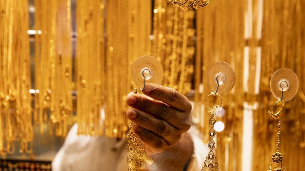 """一女子冒充""""阿联酋公主""""在巴黎行骗:盗160万欧元珠宝,留下一堆汤料块状物"""