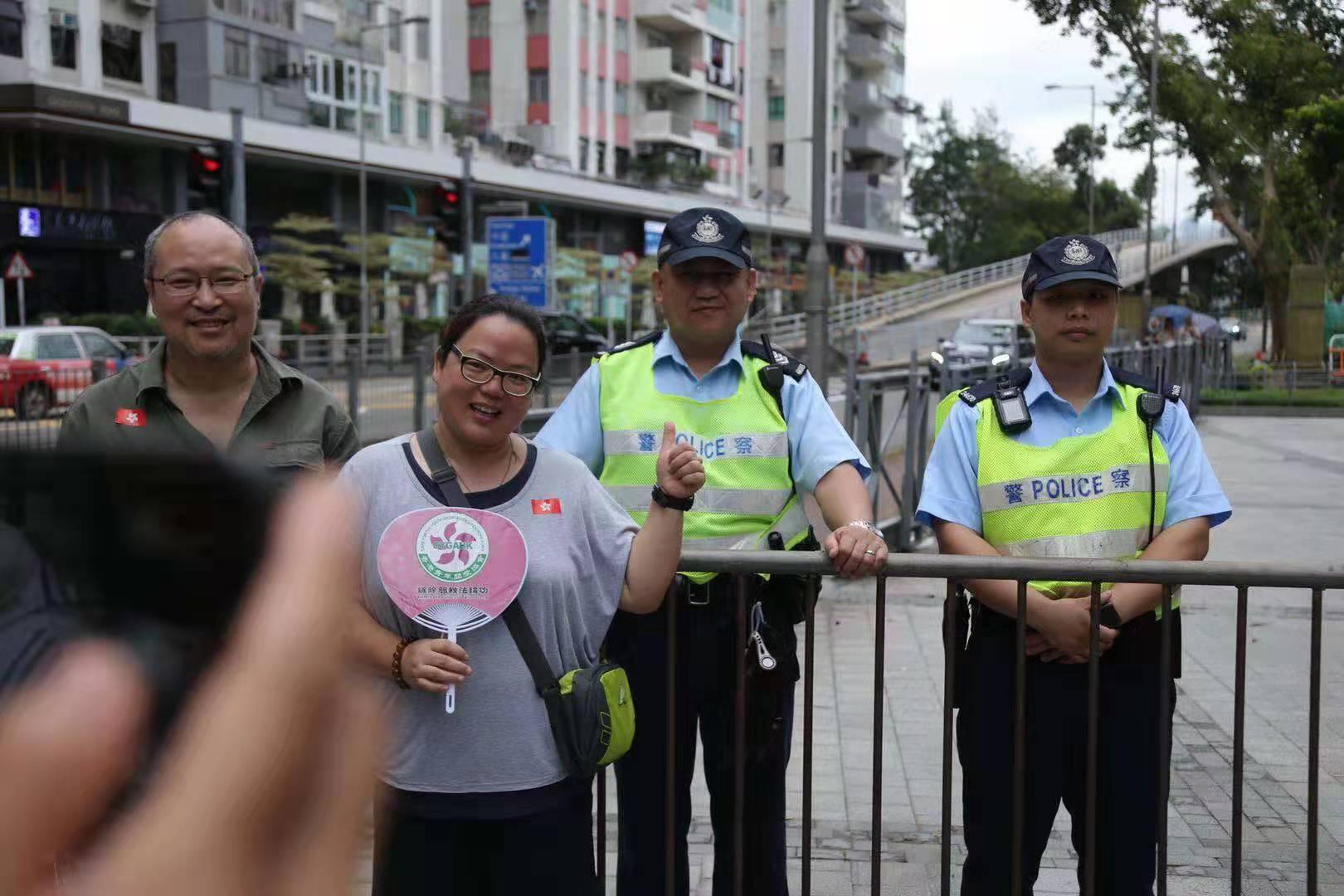 支持警察,反對暴力!愛國愛港組織舉辦反暴力音樂會